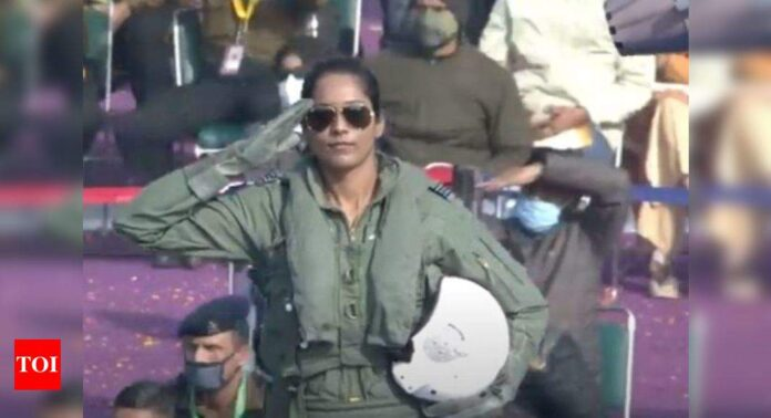 Two IAF women pilots break glass ceiling, script history at R-Day parade   India News - Times of India