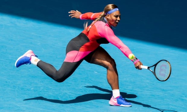 Serena Williams wins — after a tumble — to advance to the quarterfinals of the Australian Open