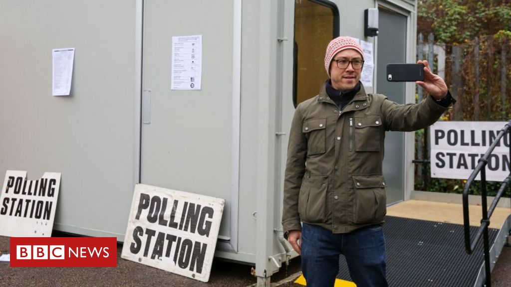 polling station - photo #17