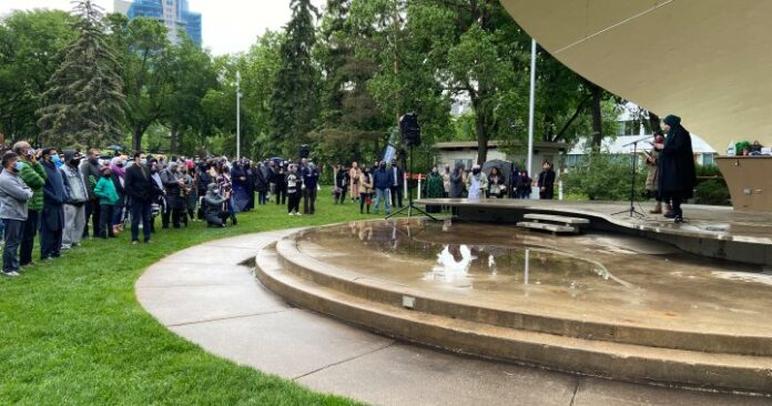 Hundreds of Edmontonians gather to honour London, Ont., attack victims, condemn Islamophobia