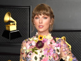 Taylor Swift uses 2021 CMT Music Awards win to praise her mother