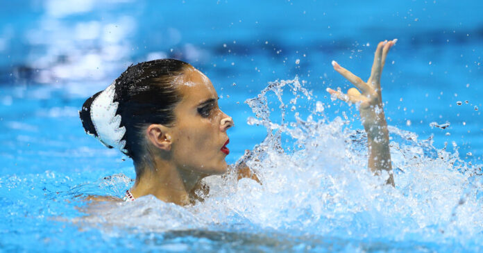 The Spanish swimmer Ona Carbonell says she was forced to leave her breastfeeding son at home.
