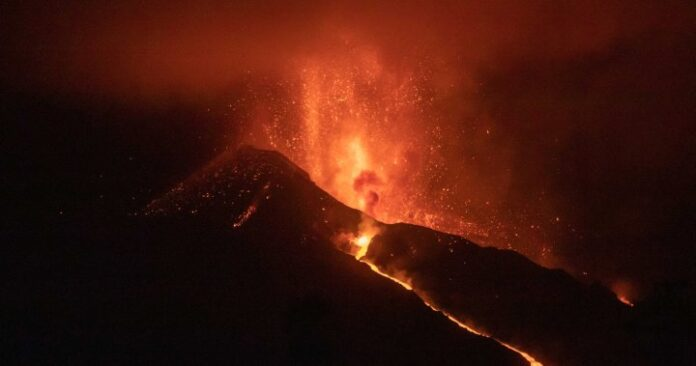 Spain's La Palma's airport reopens, but all flights remain cancelled as volcano erupts - National   Globalnews.ca